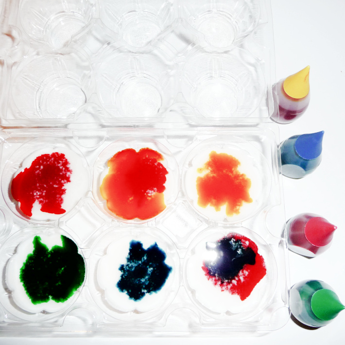 make your own watercolor paint steps - egg carton and food coloring