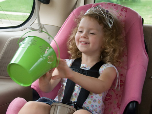 traveling with kids - bucket pulley for car