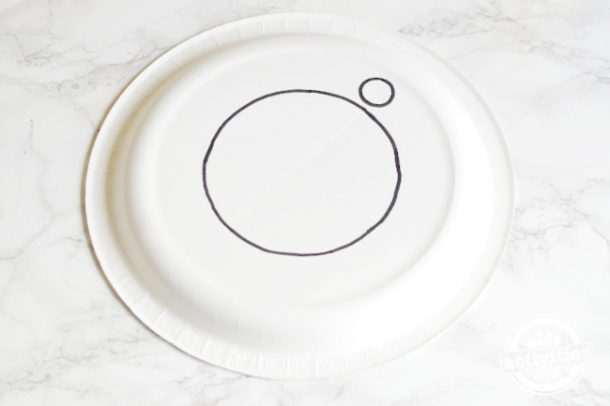 Draw two circles on the plate for the clock