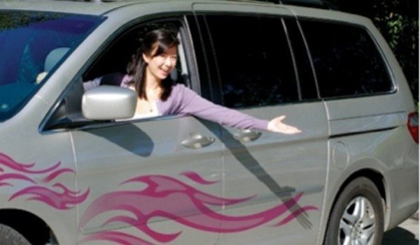 silver mini van with pink flames 600x350