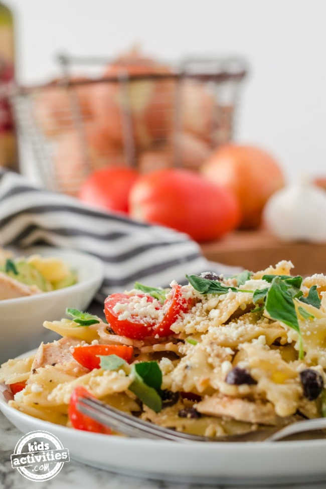 This Easy Greek Pasta Salad Recipe with Chicken is Sure to Be a Hit