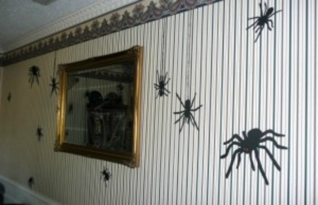 halloween spiders on wall
