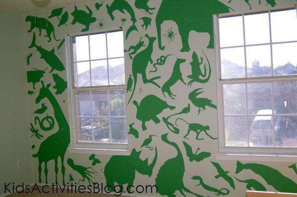 animal mural for boys bedroom