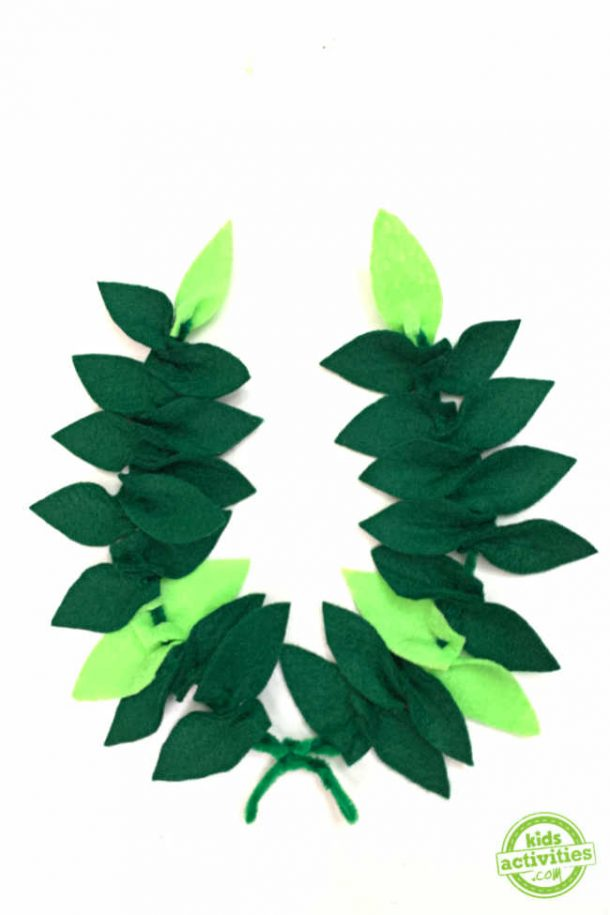 How to make laurel wreath diy with just pipe cleaners and felt