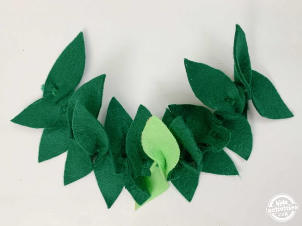 Laurel wreath crown using pipe cleaners and felt