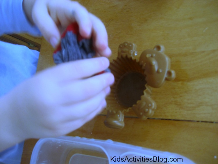 Kid Science Projects make great learning activities for kids - step 3 measuring the water absorbed