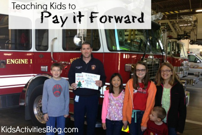Teaching Kids to Pay it Forward {Acts of Kindness}