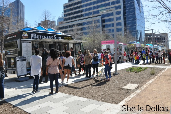 Gourmet Food Trucks at Klyde Warren Park Dallas