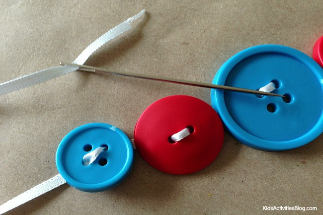 Kids can make a button bracelet {easy button craft}