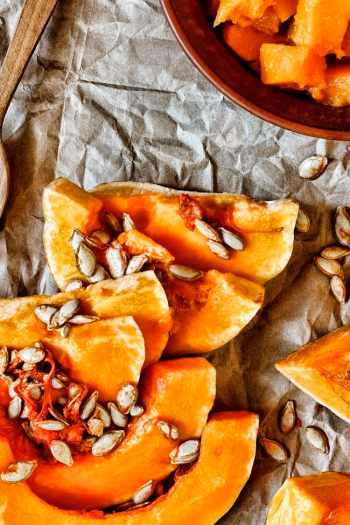Slices of pumpkin and their seeds, ready to be cleaned up and roasted