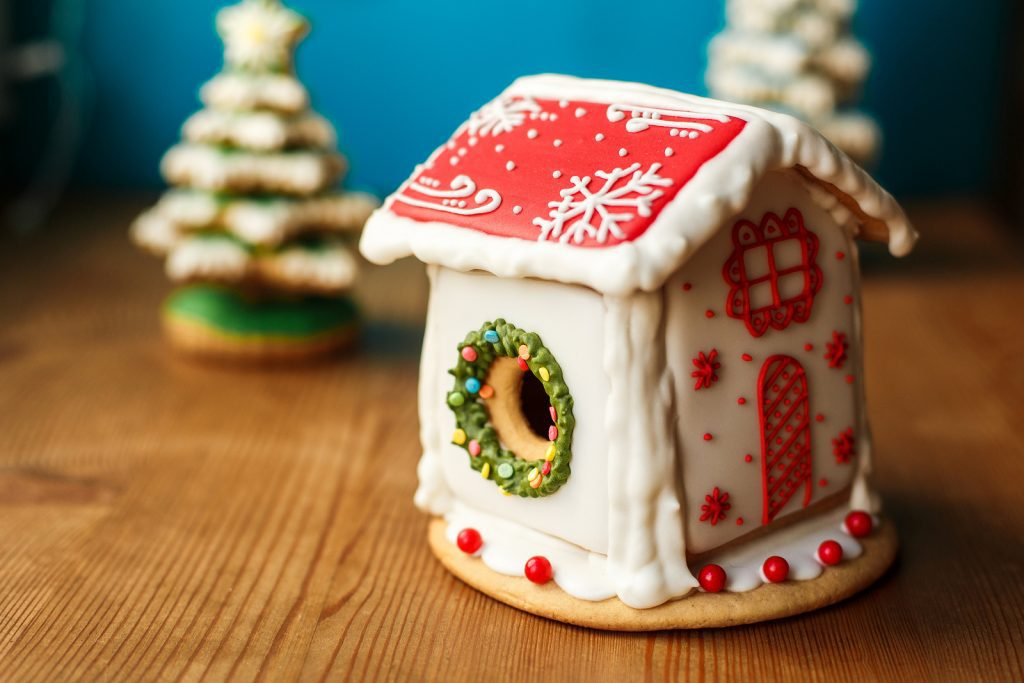 Tiny Gingerbread House Idea