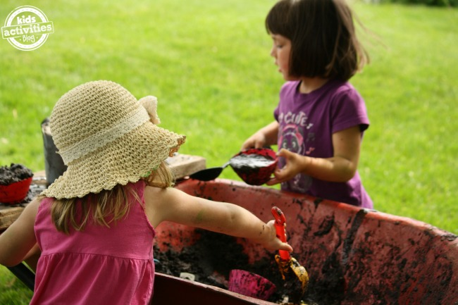 Mobile mud kitchen play