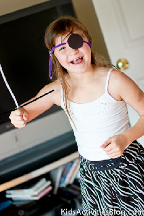 Pirate pipe cleaner disguise from Kids Activities Blog