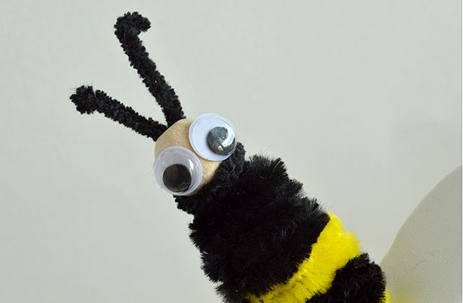 clothespeg and pipe cleaner bee craft