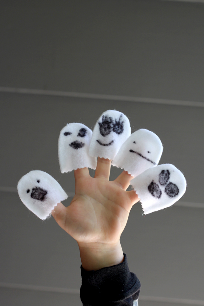 5 Little Ghosts No-Sew Finger Puppets