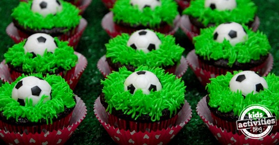 soccer ball cupcake tutorial