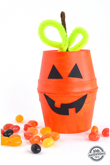 DIY halloween foam cup treat boxes that look like jackolanterns