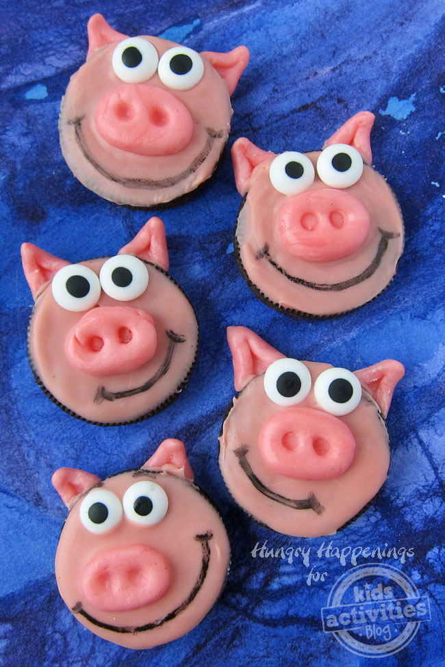 These simple oreo pig cookies will be a hit at any kids party.