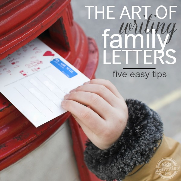 Christmas card letter ideas - write a good Christmas letter this year - hand in mailbox