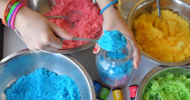 making a sugar scrub