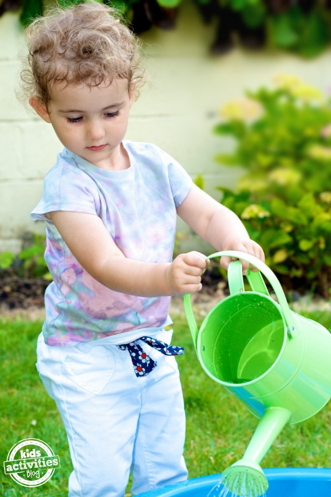 20 Easy Toddler Water Play Ideas