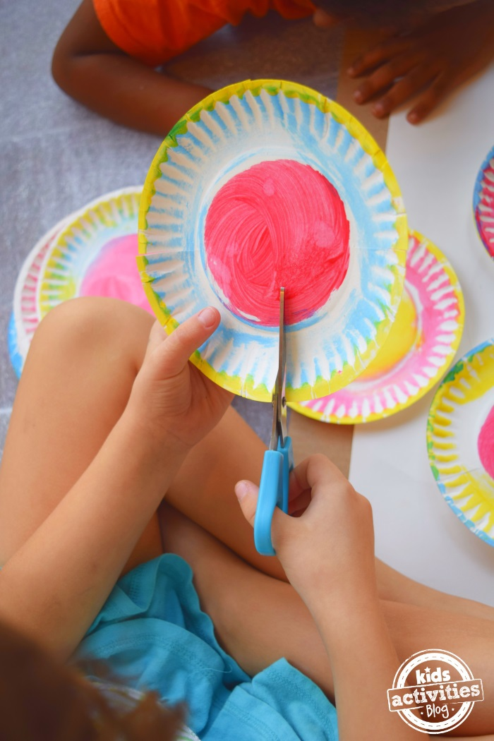 How to make paper plate sculptures