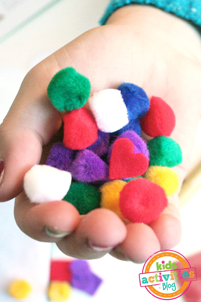 Decorate a gingerbread house with little pom poms