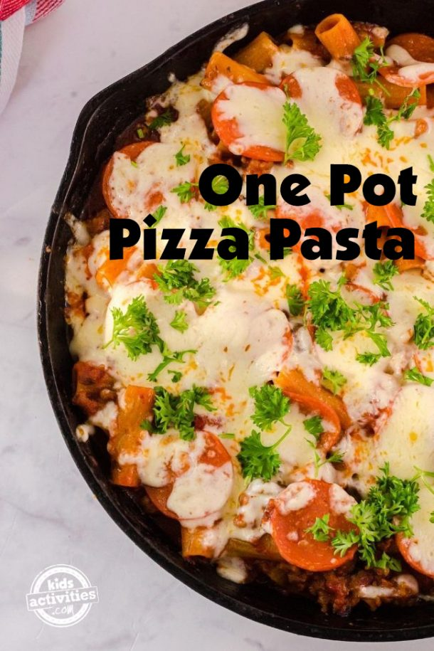 One pot pizza pasta ready to serve in a cast iron skillet.