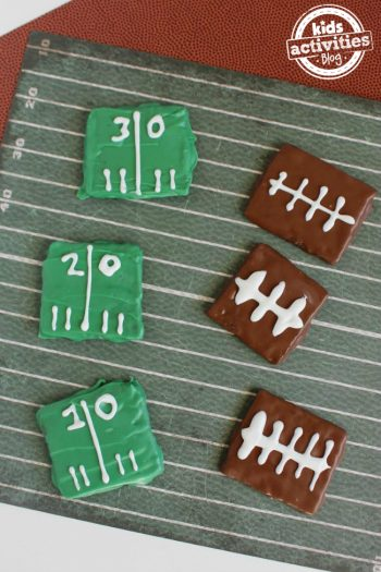 Delicious Football Party Graham Crackers That Are Sure to Be a Win