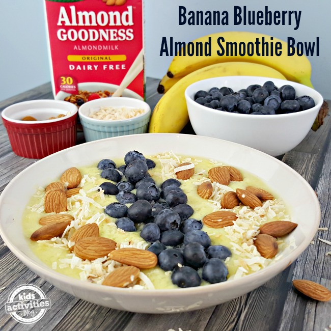 Delicious and easy Banana Blueberry Almond Smoothie Bowl