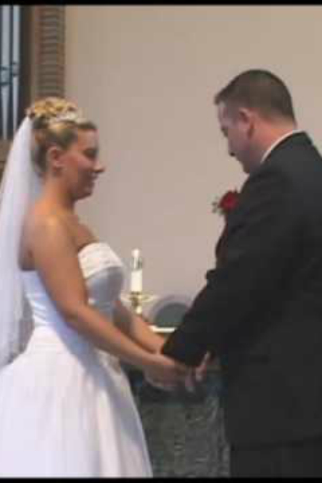 When this man 'loses it' at the wedding, everyone starts laughing!
