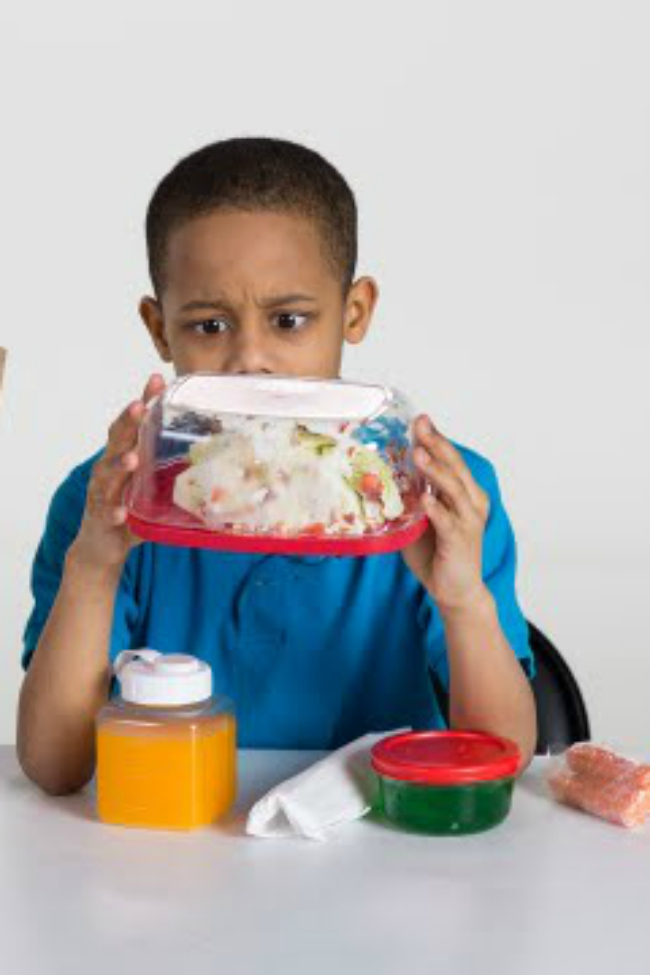 kids try sack lunches from other decades