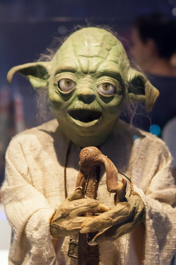 Dad Uses Yoda Puppet To Tell 'Dad Jokes' [Video]