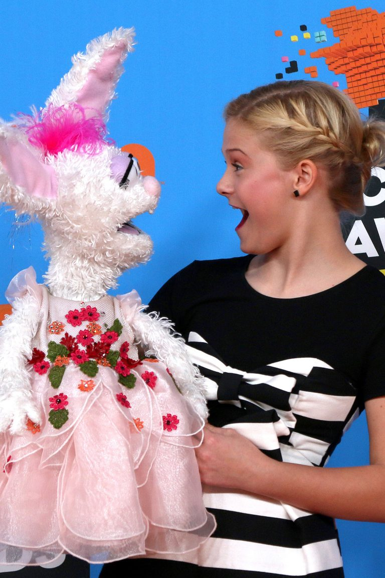 Darci Lynne Kid Ventriloquist Sings With A Little Help From Her Friends [Video]
