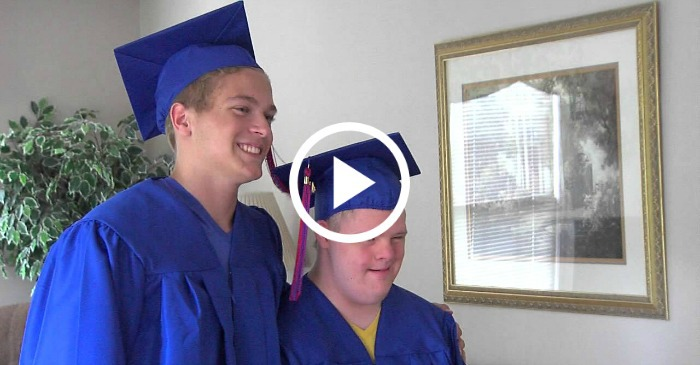 graduating-twin-brothers