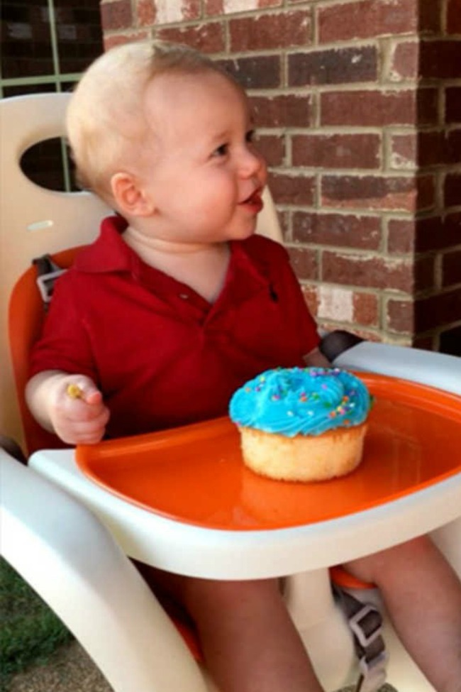 This Baby Smashed His Own Face Into His Birthday Cake!