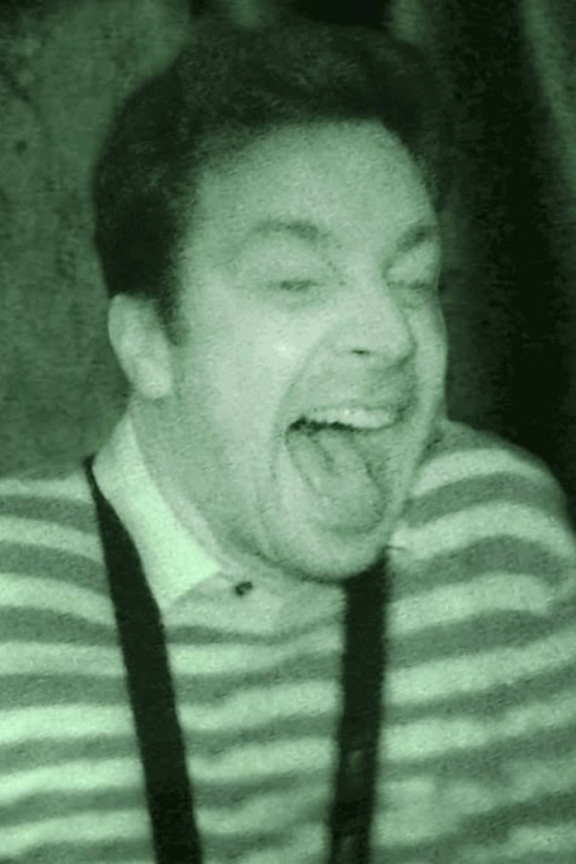 Jimmy Fallon And Kevin Hart Can NOT Handle This Haunted House