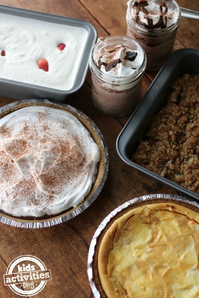 5 Delicious Desserts for your Thanksgiving Dinner that include apple crumble, a chocolate pie, chocolate and cream mousse.