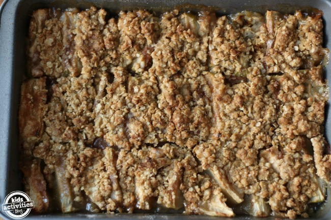 Apple crisp is such a great dessert for thanksgiving dinner with it's golden crumbly top and warm apples.