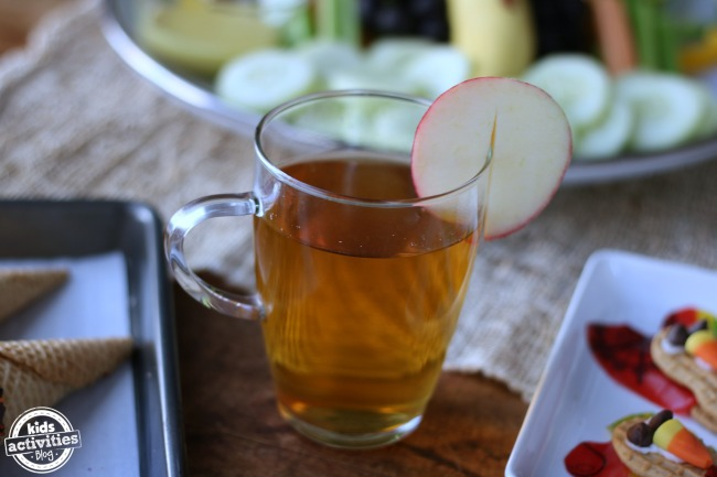 kid friendly thanksgiving drinks that include this sweet apple cider drink