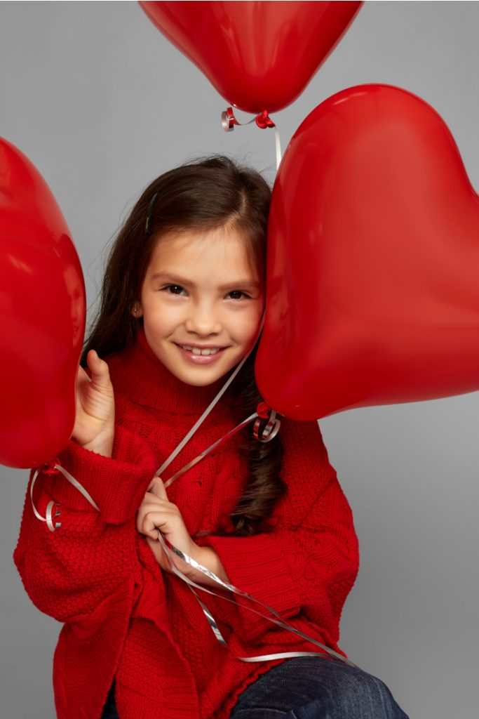 Valentine photo shoot ideas for kids - girl with three red balloons