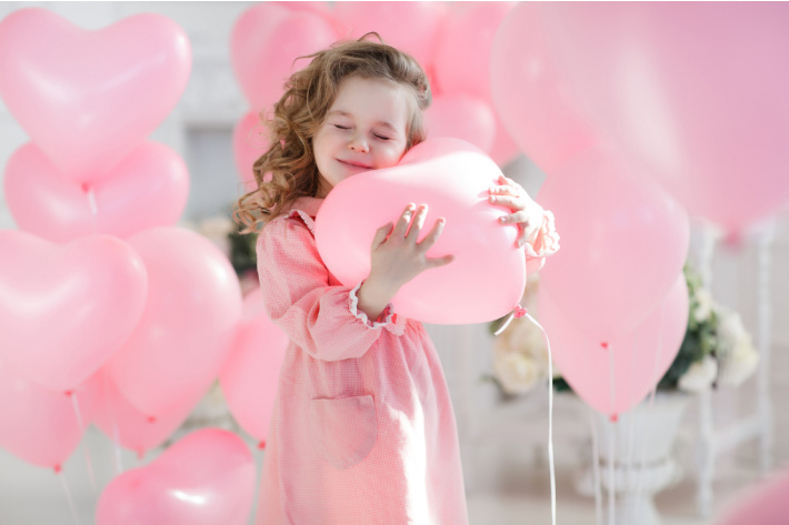 Valentine photo shoot with kids - girl with pink heart