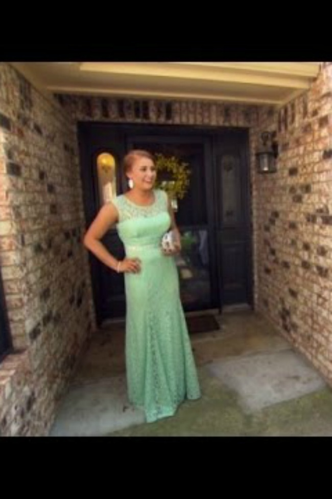 Once-Paralyzed Teen Surprised Nurse By Walking, Then Went To Prom