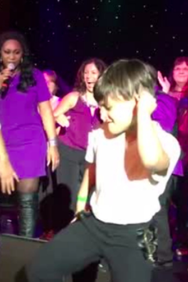 Little Kid Steals The Show With Michael Jackson Dance Moves!