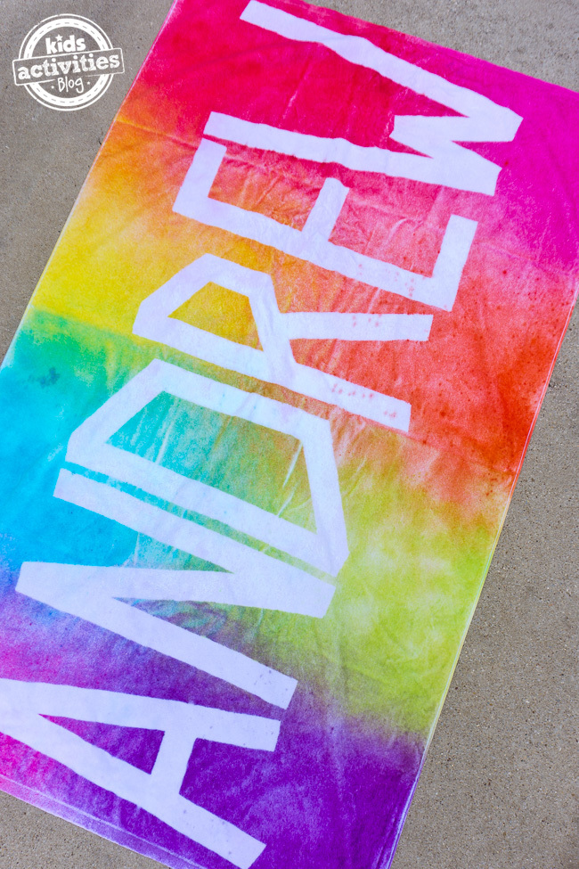How to Make Personalized Tie Dye Beach Towels