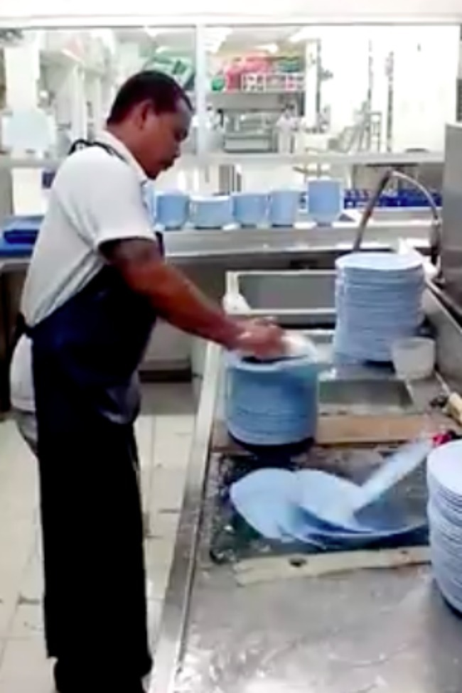50 Plates, 10 Seconds – This Guy Is The Fastest Dish Washer On EARTH!