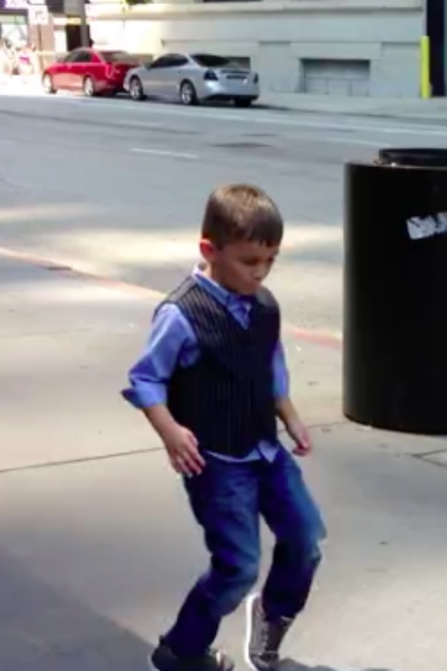Six-Year-Old Dances For Street Musician In Chicago