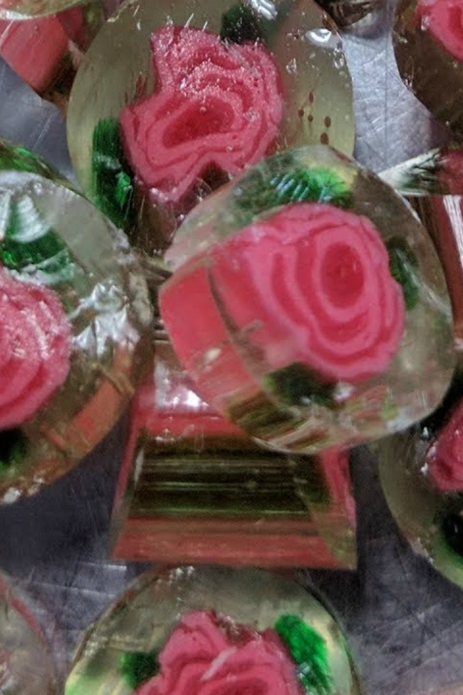 Watching These Candy Roses Being Made Is The Most Relaxing Thing You'll Do This Week