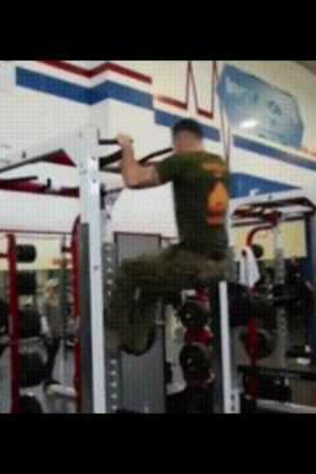 Watch This Marine Turn A Pull-Up Into A Rowing Machine