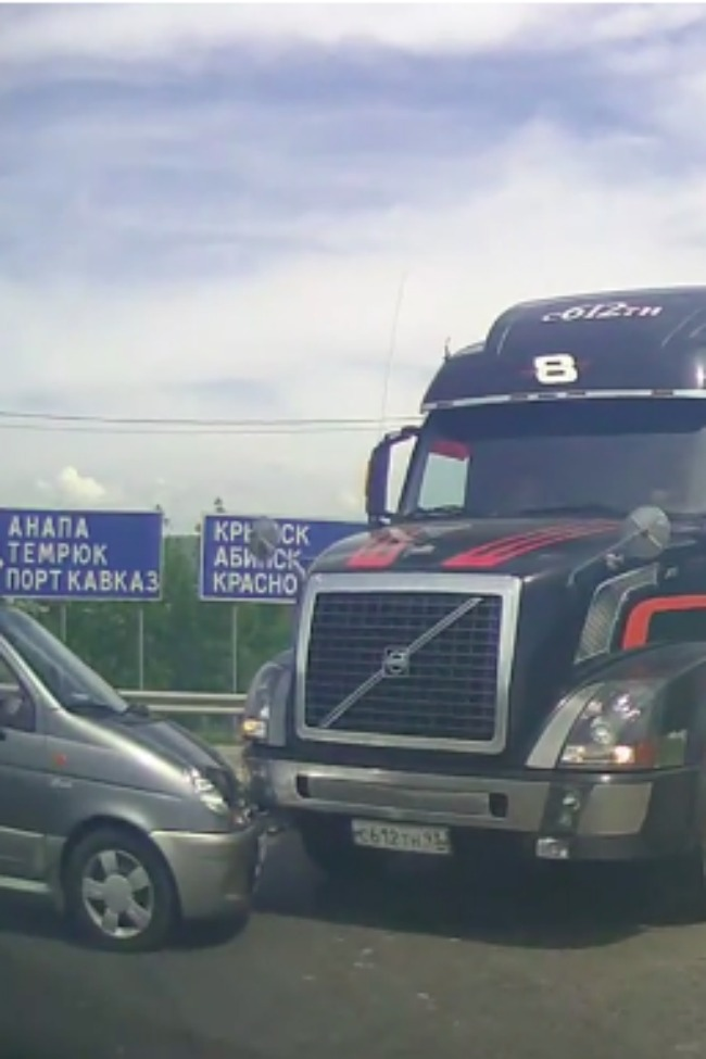 Truck Stops Just In Time, Avoids Collision